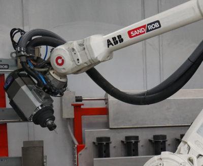 sandrob-il-robot-di-sbavatura-di-Roboticom